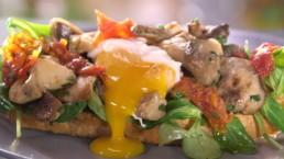 Tartine chaude champignons et oeuf mollet